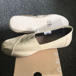 Toms NWT slip on shoe